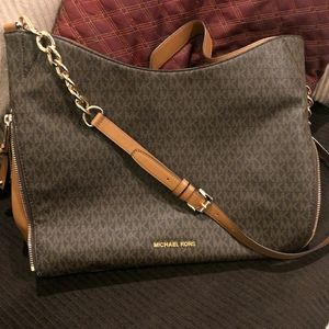 Michael Kors Large Devon Shoulder Bag